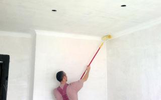 Красим обои на потолке: 4 способа и вида поверхности