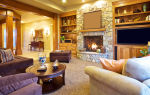Уютная и теплая гостиная с камином: 4 типа обустройства